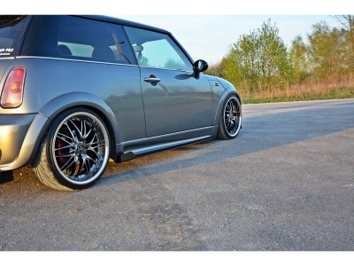 Mini Cooper R53 JCW Racer Side Skirt Extensions