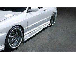 Universal Varis Side Skirts